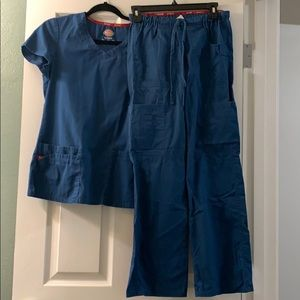 Dickies teal scrubs Small top/ XXSP bottom